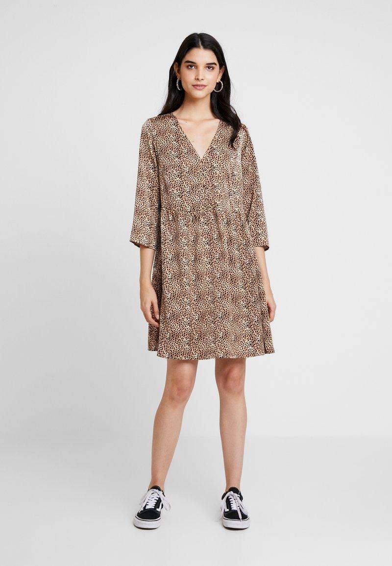 YAS - YASHURA SHORT DRESS - Hverdagskjoler - light brown/black