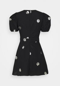 Never Fully Dressed - MINI DRESS WITH SHELLS AND STAR FISH - Košilové šaty - black - 1