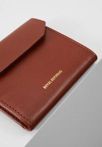 Royal RepubliQ - EMPRESS WALLET - Wallet - cognac - 2