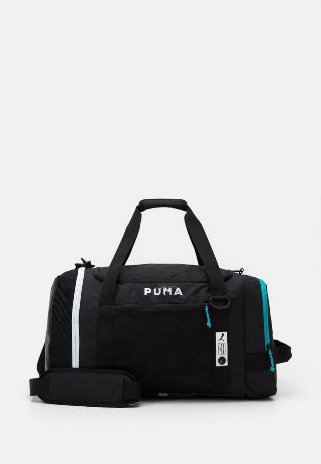 BASKETBALL PRO DUFFLE - Sportovní taška - black