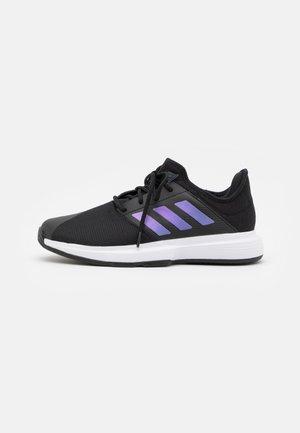 GAMECOURT CLOUDFOAM - All court tennisskor - core black/matte silver/footwear white