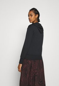 Even&Odd - REGULAR FIT HOODIE WITH FRONT POCKET - Jersey con capucha - black - 2