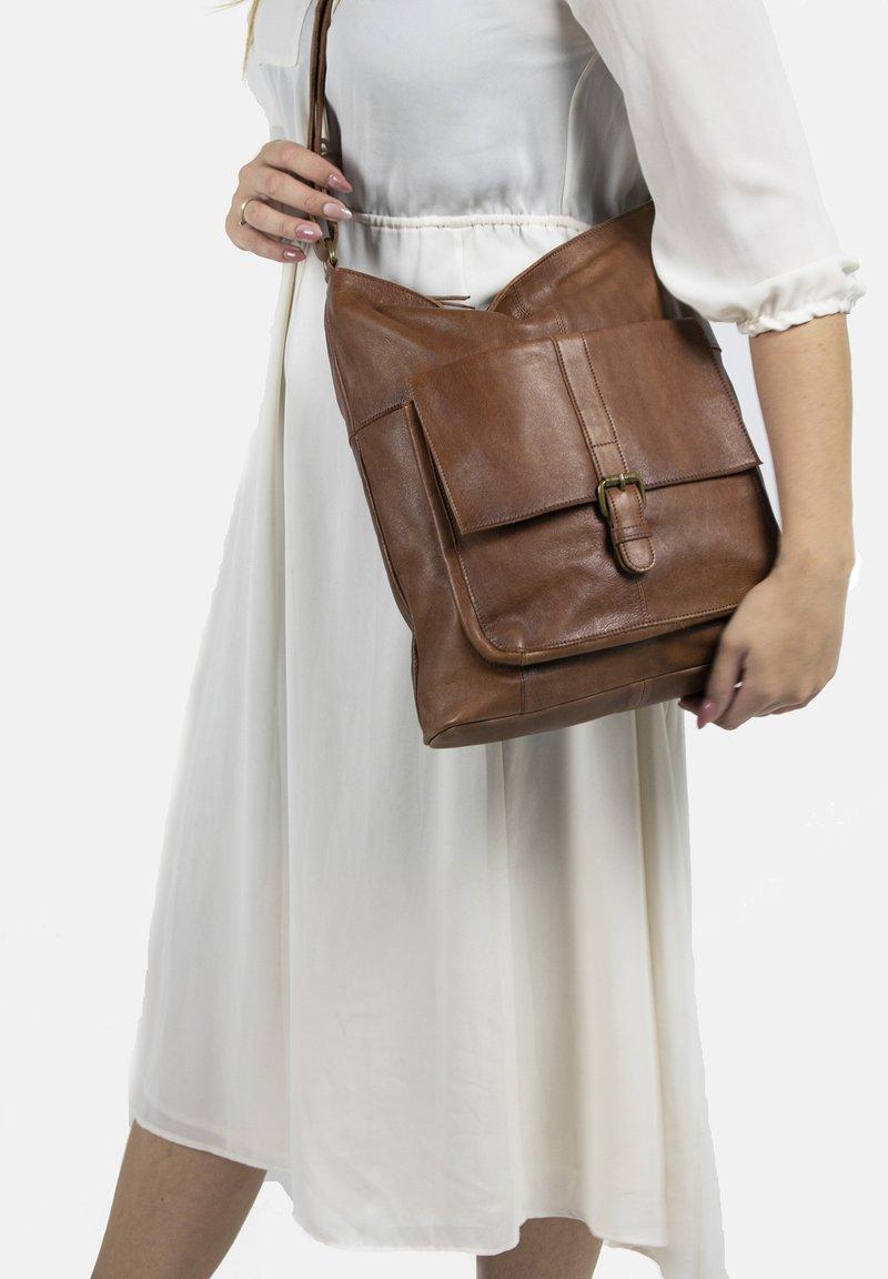 RE:DESIGNED - JINN - Across body bag - walnut