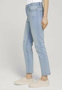 TOM TAILOR DENIM - Slim fit jeans - destroyed light stone blue den - 3