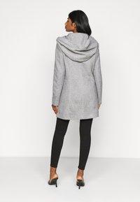 Vero Moda Petite - VMVERODONA JACKET - Classic coat - light grey - 0