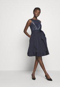 Lauren Ralph Lauren - MEMORY TAFFETA DRESS COMBO - Vestido de cóctel - lighthouse navy - 1