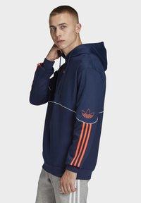 adidas Originals - OUTLINE HOODIE - Bluza z kapturem - blue - 3