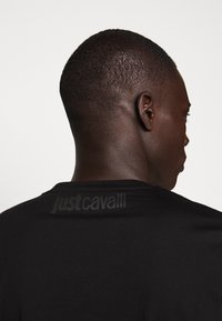 Just Cavalli - SPARKLY SKULL - T-shirt print - black - 5