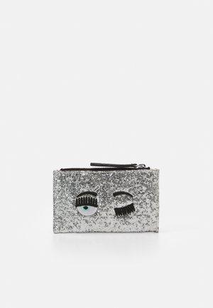 FLIRTING GLITTER CARDHOLDER  - Wallet - silver