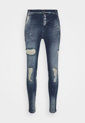 DISTRESSED RIOT - Jeans Skinny Fit - raw blue