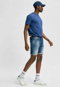 Selected Homme - BIO-BAUMWOLL - Jeansshorts - dark blue denim - 3