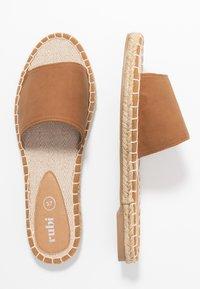Rubi Shoes by Cotton On - TALYA SINGLE VAMP  - Pantofle - tan - 3