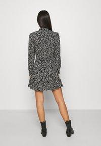 Topshop - FLORAL TIE FRONT MINI - Shirt dress - mono - 2