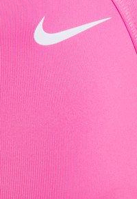 Nike Performance - FAVORITES STRAPPY BRA - Sujetador deportivo - pink glow/white - 2