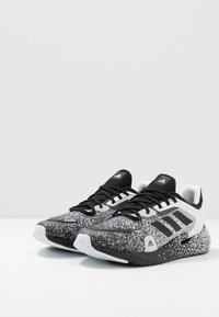 adidas Performance - ALPHATORSION - Obuwie do biegania treningowe - footwear white/core black - 2