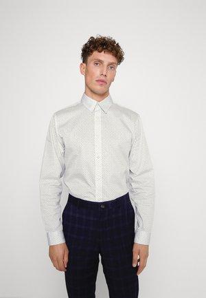SLHSLIMGARY SHIRT - Formal shirt - white