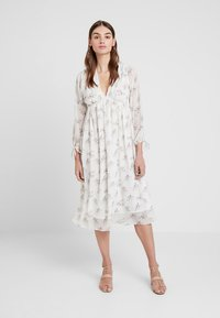 NA-KD - KAE SUTHERLAND FLORAL DEEP V NECK DRESS - Day dress - multi - 0