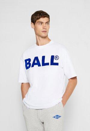 BALL CPH FLOCK  - T-shirts med print - optical white