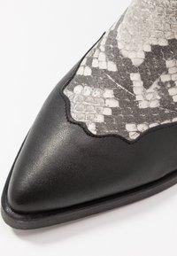 NA-KD - REPTILE DETAILED  - Cowboy/Biker boots - black - 2