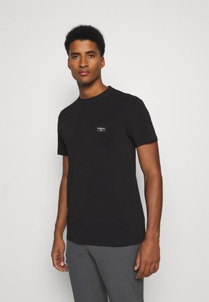POCKET LABEL TEE - Jednoduché triko - black
