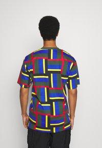 Karl Kani - SIGNATURE BLOCK TEE - Print T-shirt - green - 2