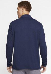 Nike Golf - NIKE DRI-FIT VICTORY HERREN-GOLFOBERTEIL MIT HALBREISSVERSCHLUSS - Funkční triko - dark blue - 2