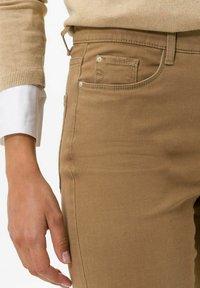 BRAX - STYLE CAROLA - Straight leg jeans - dark camel - 3