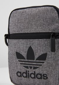 adidas Originals - MEL FEST BAG - Taška spříčným popruhem - black/white - 7