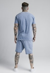 SIKSILK - STANDARD FIT TEE - Triko s potiskem - washed blue - 2