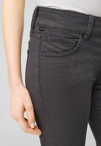 QS by s.Oliver - Denim shorts - dark grey - 4