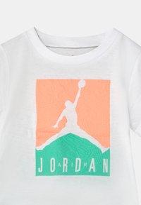Jordan - AIR ELEMENTS SET UNISEX - T-shirt imprimé - mint - 3