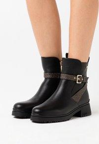 Liu Jo Jeans - NEW NANCY - Korte laarzen - black - 0