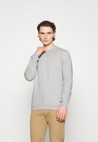 Cotton On - ESSENTIAL CREW - Sweatshirt - light grey marle - 0