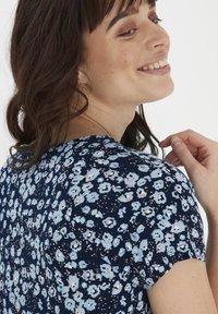 Fransa - Print T-shirt - navy blazer mix - 3