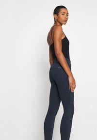 Calvin Klein Jeans - HIGH RISE SUPER SKINNY - Jeans Skinny Fit - dark blue denim - 3