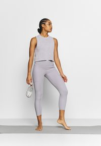 Cotton On Body - LIFESTYLE SEAMLESS YOGA CROPPED TANK - Top - quail wash - 1