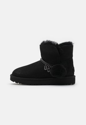 CLASSIC CHARM MINI - Støvletter - black