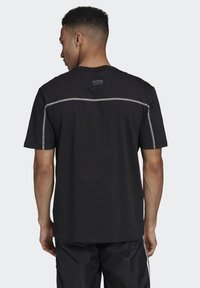 adidas Originals - R.Y.V. T-SHIRT - T-shirts med print - black - 1