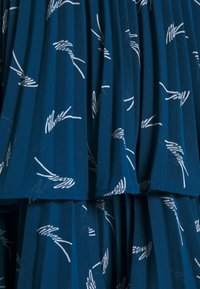 MICHAEL Michael Kors - TIERED SIG LOGO - Minisukně - river blue - 2