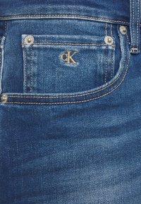 Calvin Klein Jeans - Farkkushortsit - denim dark - 2
