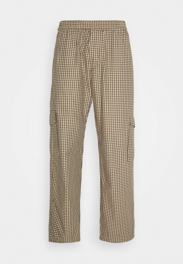 LOOSE SURFER CARGO PANTS UNISEX - Pantalones - brown