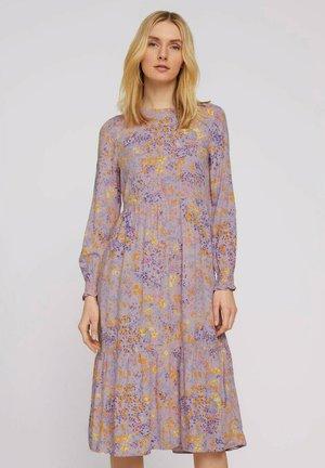 KLEIDER & JUMPSUITS BLUMEN MIDIKLEID MIT VOLANTS - Day dress - lilac yellow flower design