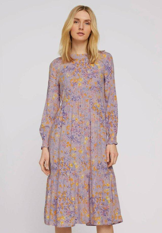 KLEIDER & JUMPSUITS BLUMEN MIDIKLEID MIT VOLANTS - Korte jurk - lilac yellow flower design