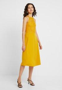 mint&berry - Day dress - golden yellow - 2