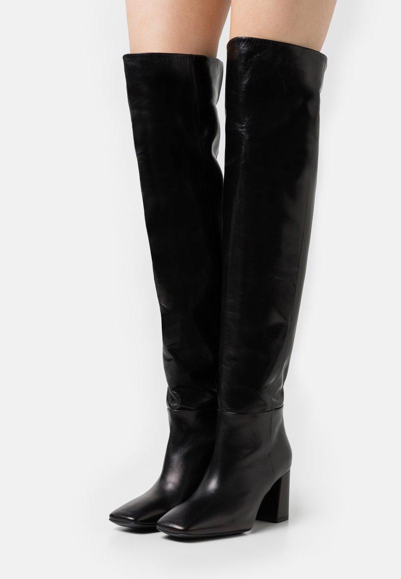 Marc Cain - Kozačky nad kolena - black