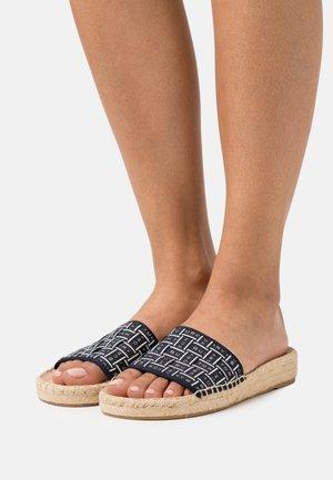 RIBBON SLIDE - Pantofle - perfect navy/invory