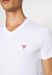 Guess - TEE - T-shirt basic - blanc pur - 5
