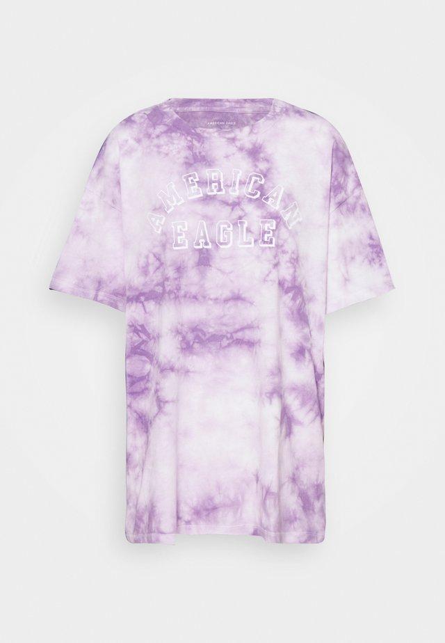 BRANDED FASHION LENNON TEE - Print T-shirt - purple