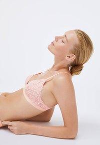 OYSHO - FLORAL  - Triangle bra - rose - 3