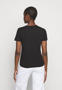 Versace Jeans Couture - LADY - Print T-shirt - black/pink - 2